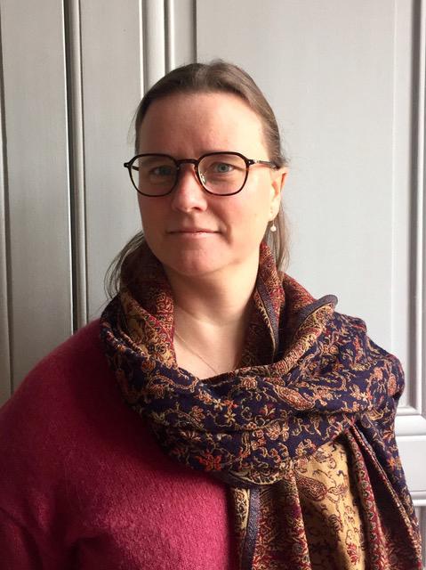 Érika Wicky - Colloque à Versailles sur la place du Parfumeur